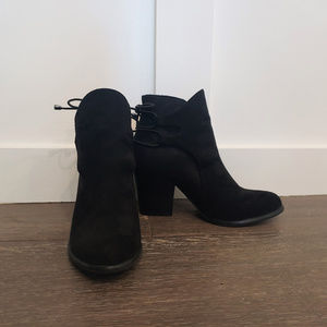 Dirty Laundry Shoes - Cute Dirty Laundry Booties (size 6)